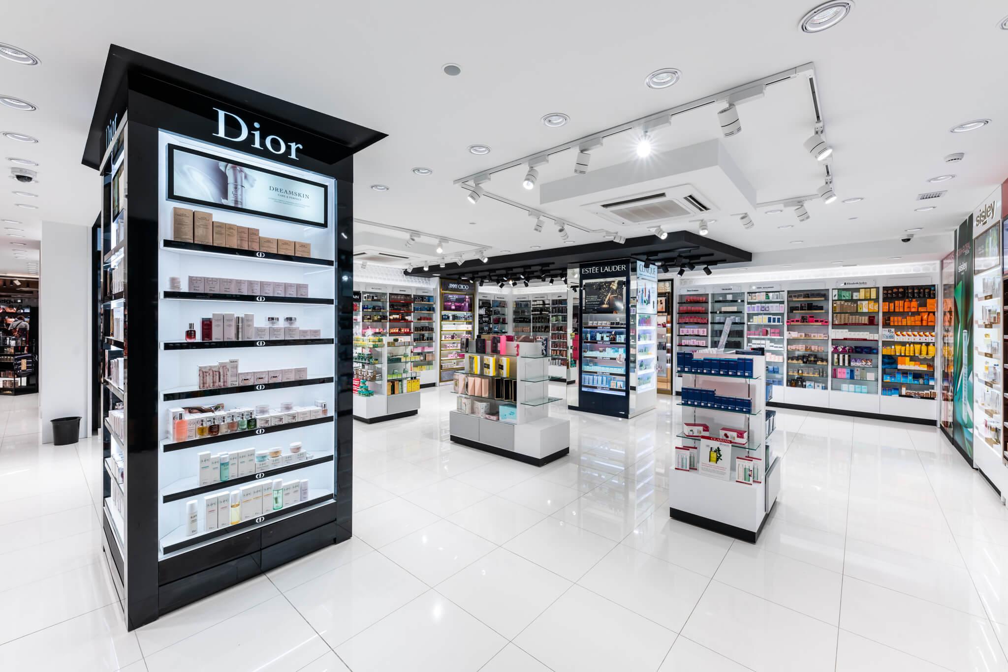Columna Dior izquierda y perfumería Sabina de fondo