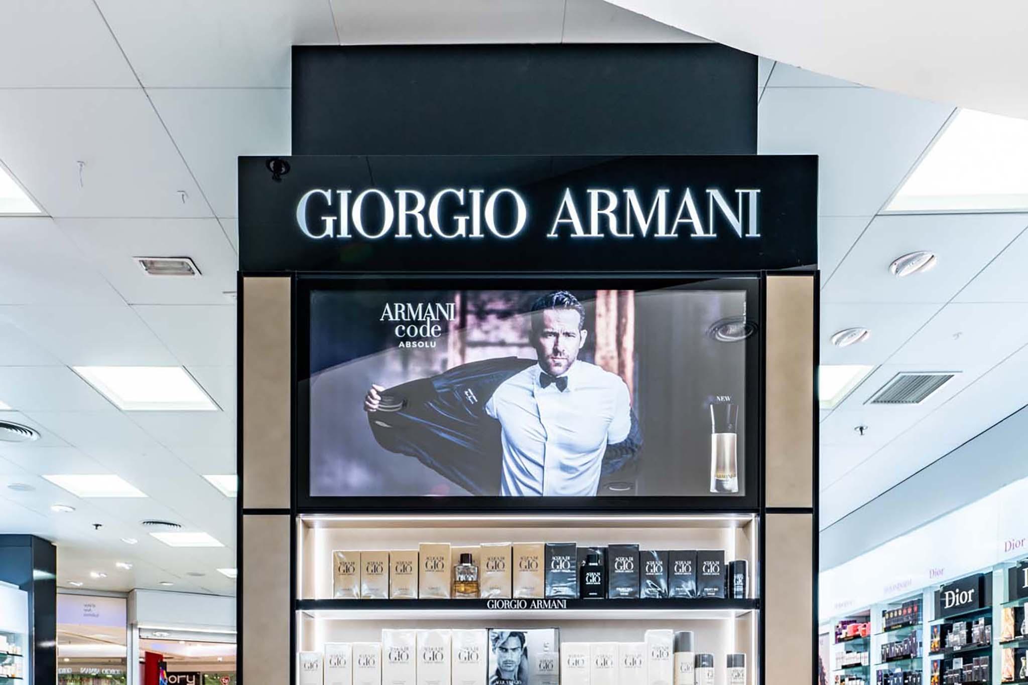 Columna Armani (Ryan Raynolds)