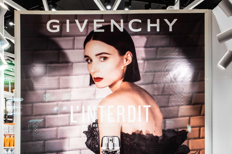 Escaparate Givenchy Essenial.