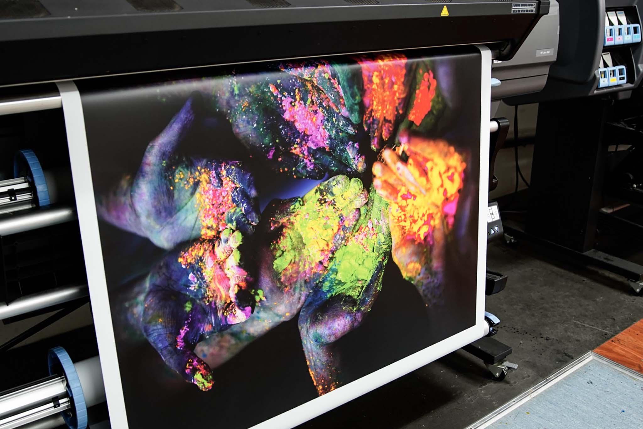 Impresión manos con polvos color