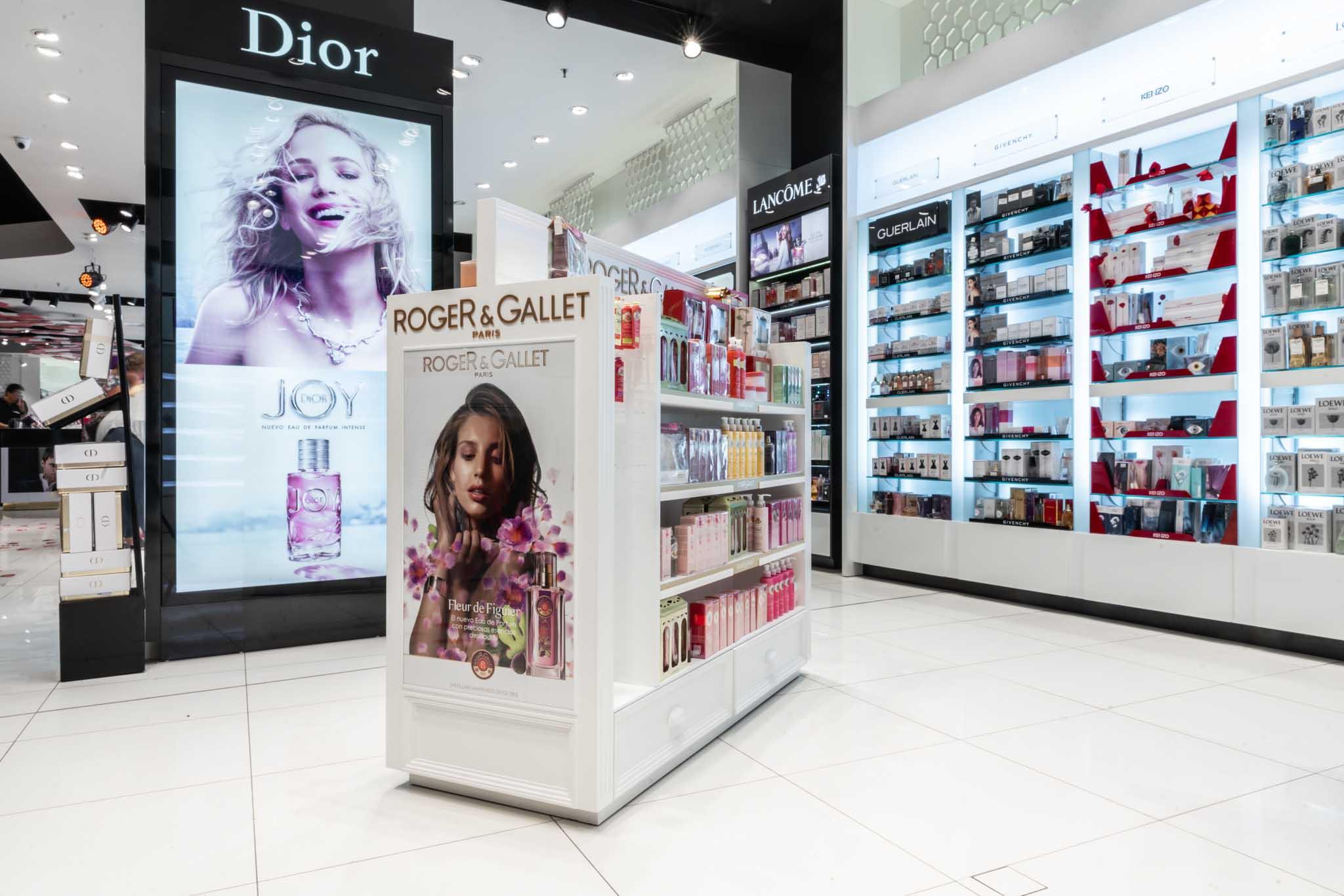 Columna Dior detrás y góndola Roger & Gallet