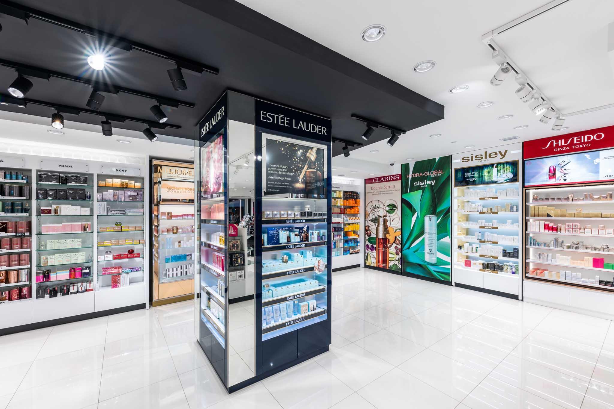 Instalación central Estel Lauder. Shiseido, Sisley, Clarins (derecha)