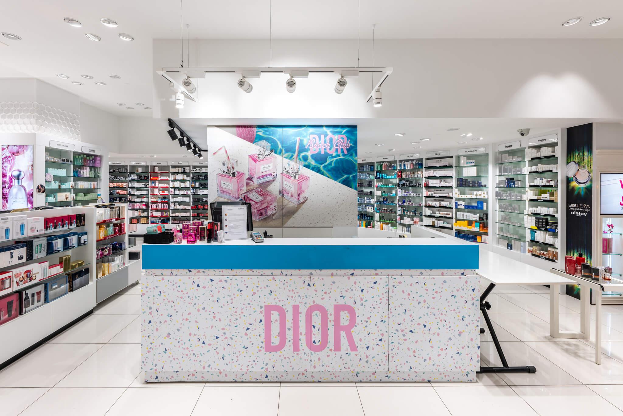 Mostrador (caja Dior verano gotas pintura) parte derecha fondo perfumería